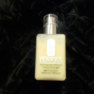 Clinique Dramatically Different Moistering gel